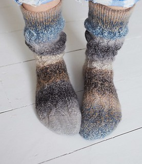 SLOUCHY-CABLE-SOCKS_048_small2.jpg