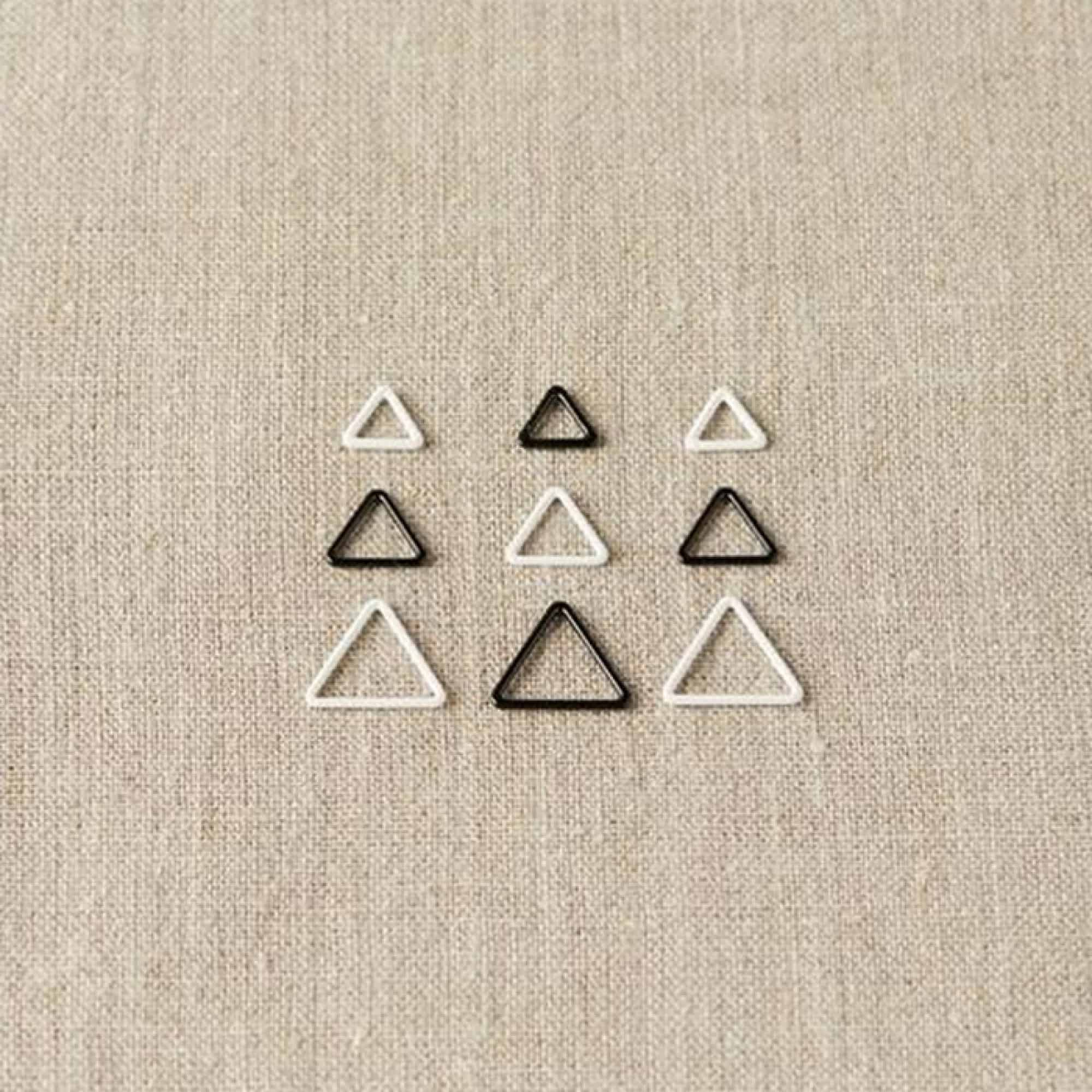 cocoknits-triangle-stitch-markers-laid-o