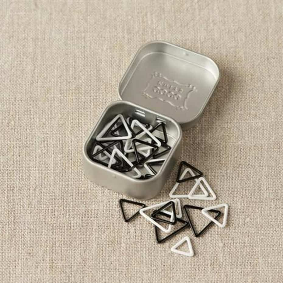 cocoknits-triangle-stitch-markers-tin_1.